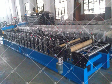 Trapezoidal-roof-panel-roll-forming-machine