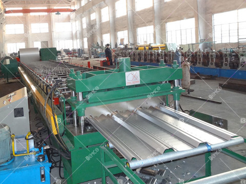 Composite-Steel-Floor-Deck-making-machine