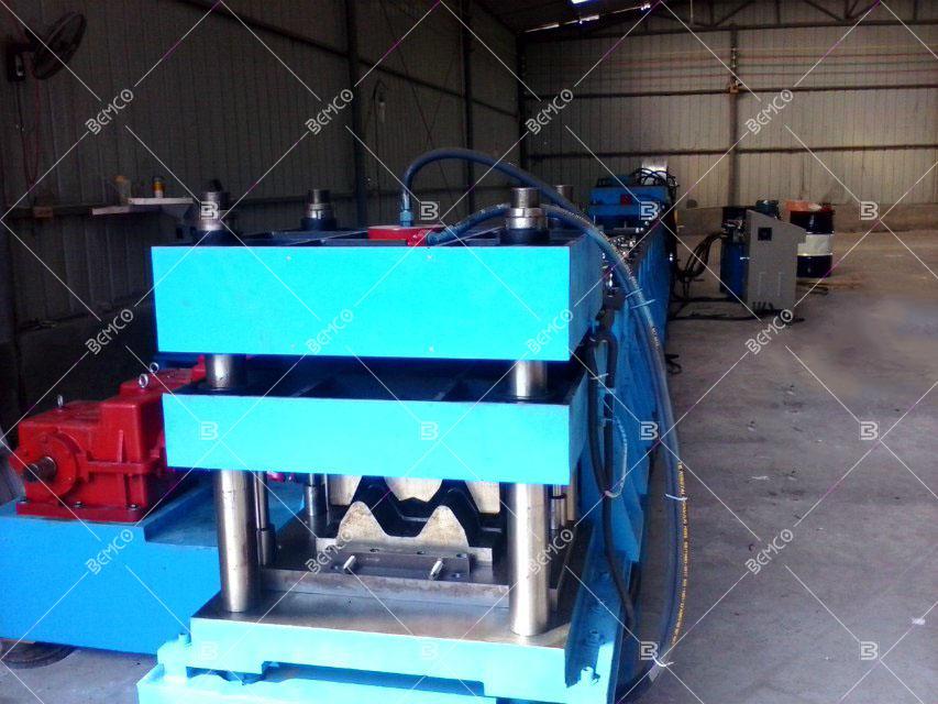 w-beam-guardrail-roll-forming-machine