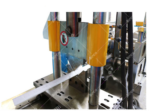 corner-bead-roll-forming-machine