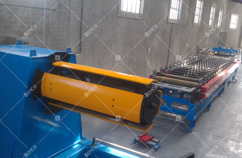 corrugated-roof-panel-roll-forming-line