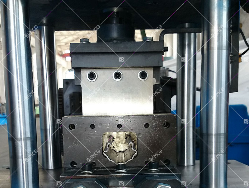 grape-stake-roll-forming-equipment