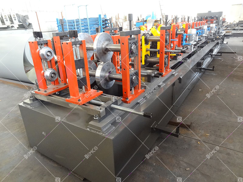 multifunctional-purlin-roll-forming-machine