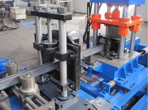 solar-panel-mounting-frame-roll-forming-machine