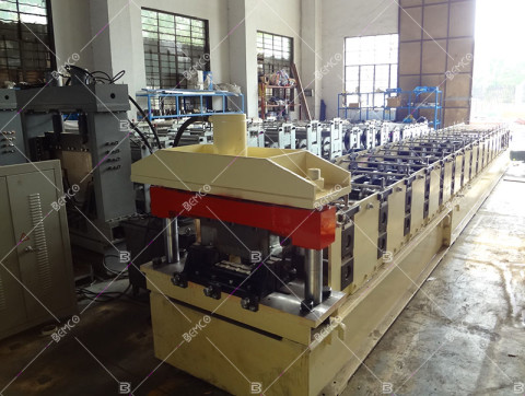 standing-seam-roofing-sheet-roll-former