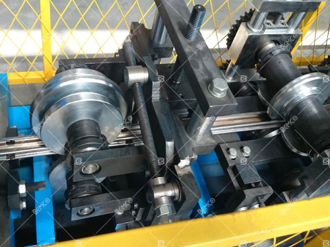 trainning-stake-roll-forming-machine