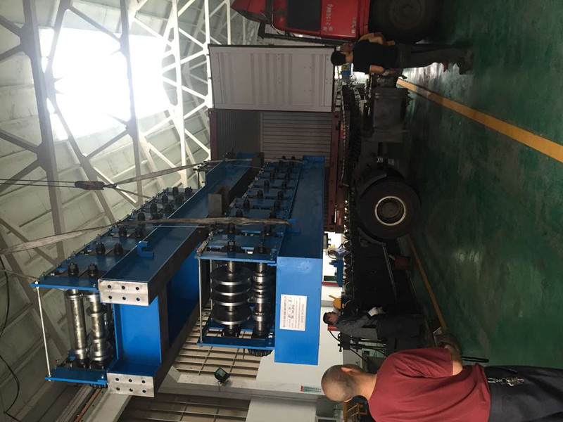 loading-roll-forming-machine